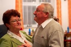 Fanynka zahrála sehradským seniorům