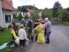 Myslivci vyčistili potok od odpadků